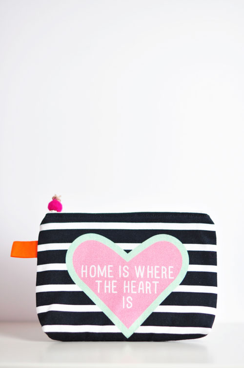 canvas-pouch-HomeIsWhereTheHeartIs-by-PinkNounou_1