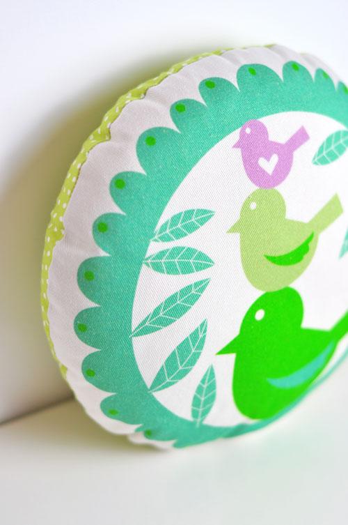 birds-pillow-by-PinkNounou-1