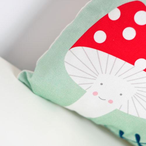 new-cushion-smile-by-PinkNounou-0