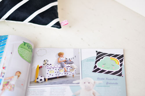 PinkNounou-cloud-pillow-in-magazine