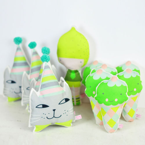 ice-cream-rattles-and-mini-pillows-by-PinkNounou